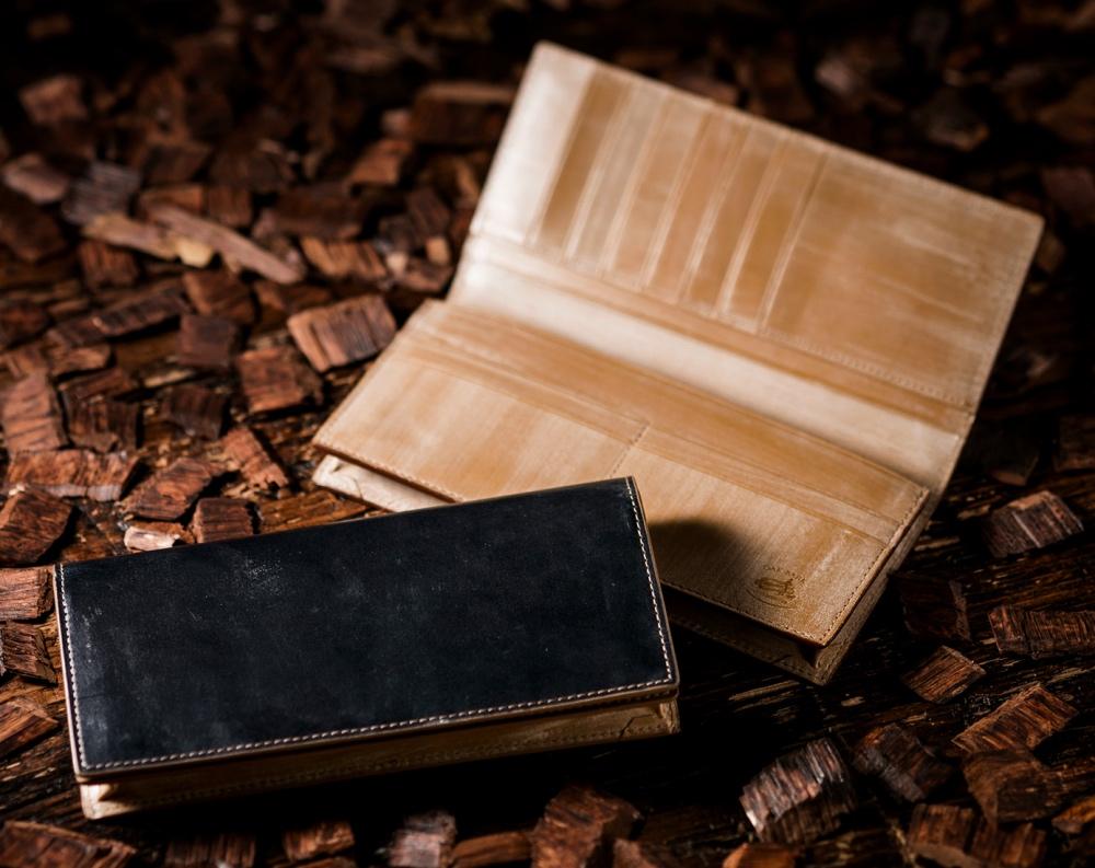 ココイスターの長財布オークバークウェスターリーは木の香りが最高