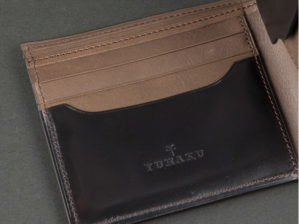 コードバン二つ折り財布札入れの収納力