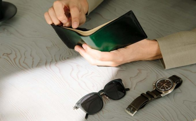 太陽光に当たっているyuhakuの財布