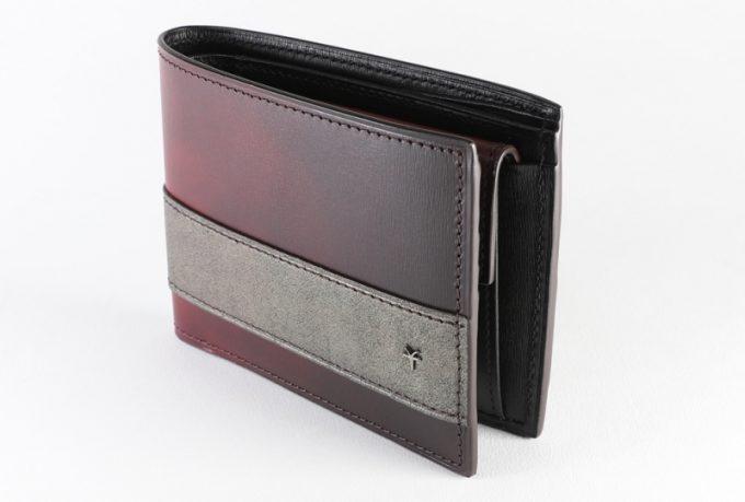 YCD132二つ折り財布