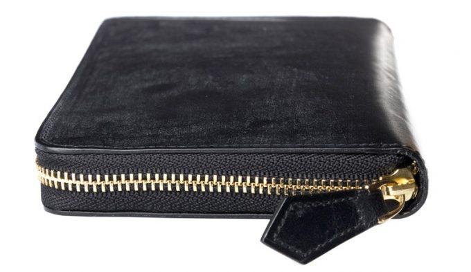金色のジッパーの財布