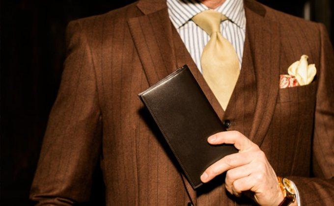 スーツの胸ポケットに最適な長財布