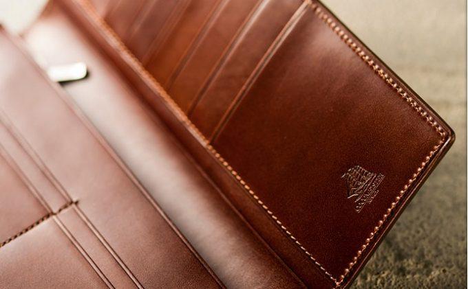 帆船のロゴを持つ財布
