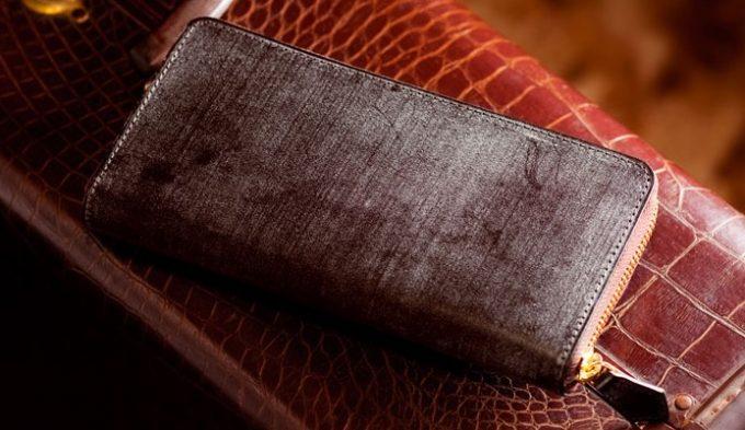 ブルームが浮き出た財布