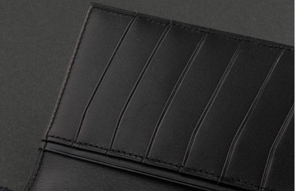 カードポケットと裏のフリーポケット
