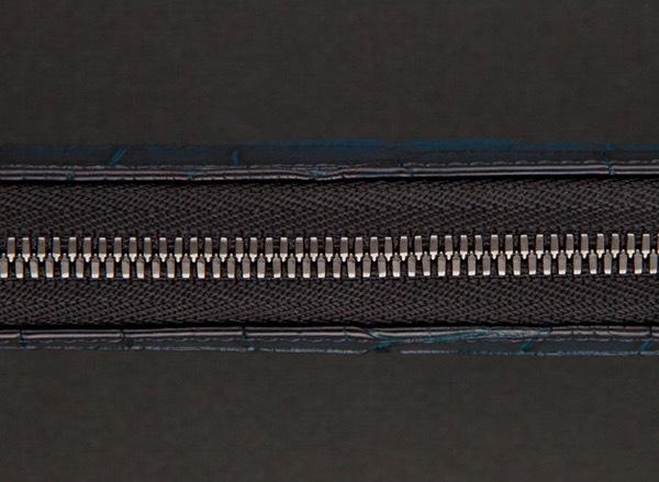 厚みを抑えたスマートな財布