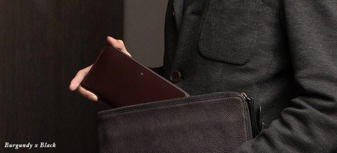 ユハクブライドル長財布を持つ写真
