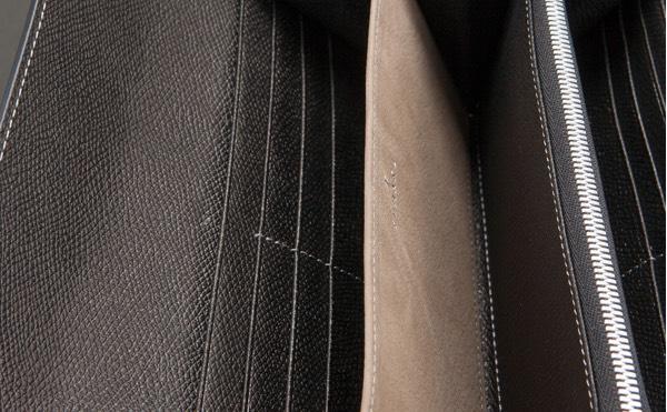 クラッチウォレットのカードポケットとフリーポケット