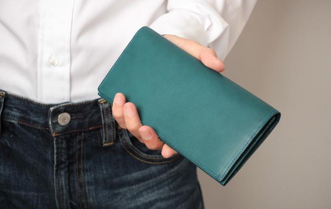 究極にシンプルな形に仕上げた財布