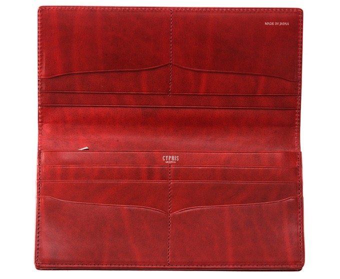 財布を開いてカードポケットが見える内装