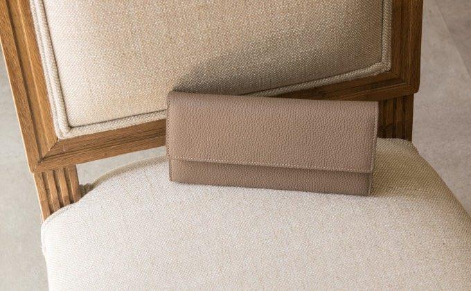 男女兼用で使えるオシャレな革財布