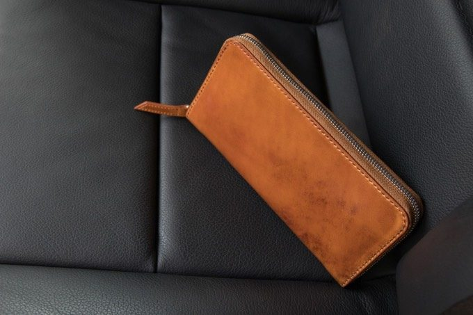 無二のコードバンラウンドジップ長財布