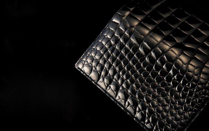 クロコダイルの一枚革を使用した財布