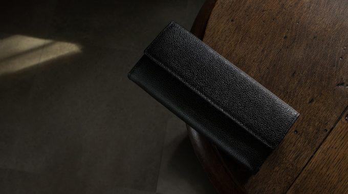 漆塗りのカブセ長財布