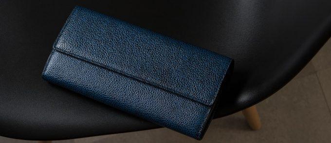 黒いダイヤの粒の様に輝く財布