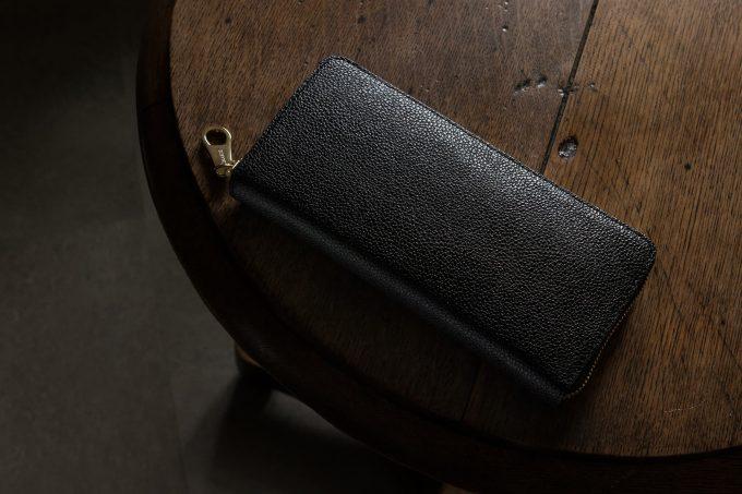 チマブエグレースフルの漆塗りラウンドジップ長財布