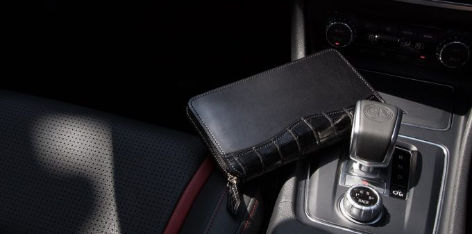 クレバレスコ製ブリランテ×クロコダイルラウンドジップ長財布のブラック