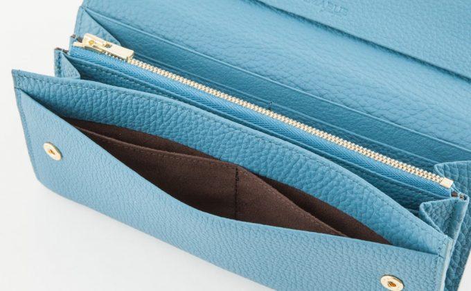隠れカードポケット付きの左右対称の収納