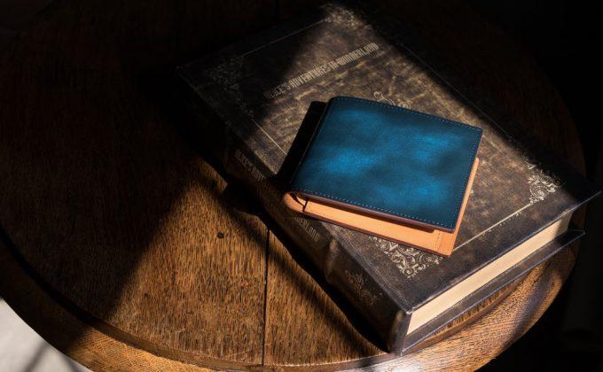 アドバンレザーの二つ折り財布