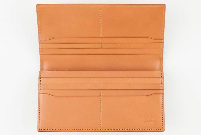 FESON(フェソン)アドバン長財布の内装のヌメ革