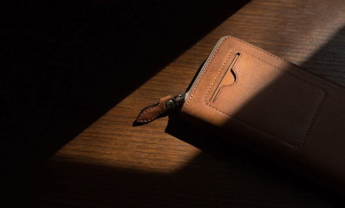 外装のカードポケットが格好良いプエブロラウンドジップ長財布