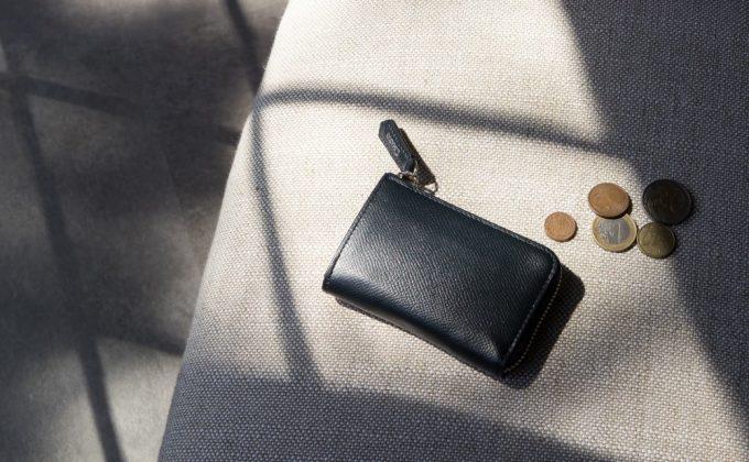 携帯性に優れる高級L字ジップウォレット