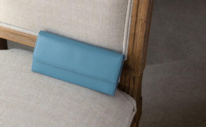 ノブレッサカーフの凹凸模様が綺麗な長財布