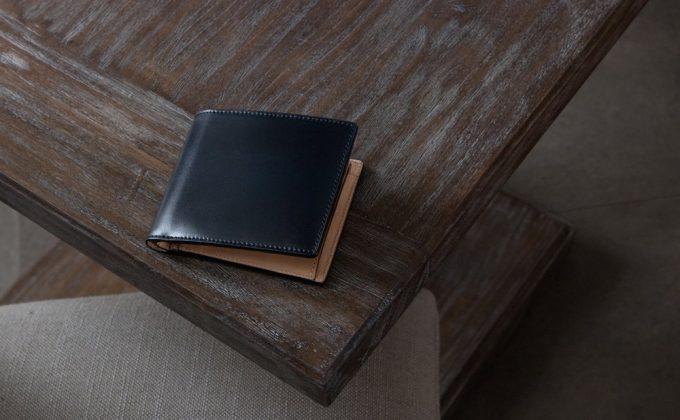外装のコードバンが美しい染めコードバン二つ折り財布