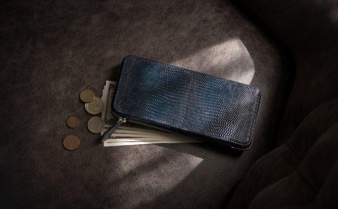 リザードラウンドジップ長財布のネイビー