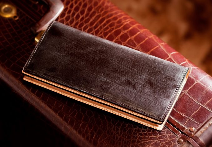 ココマイスターの茶色い財布