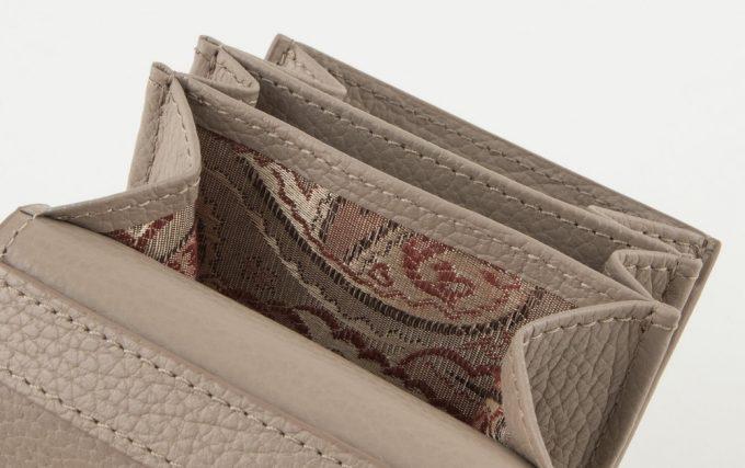 二つ折り財布FORGUE(フォルグ)の内装のペイズリー柄