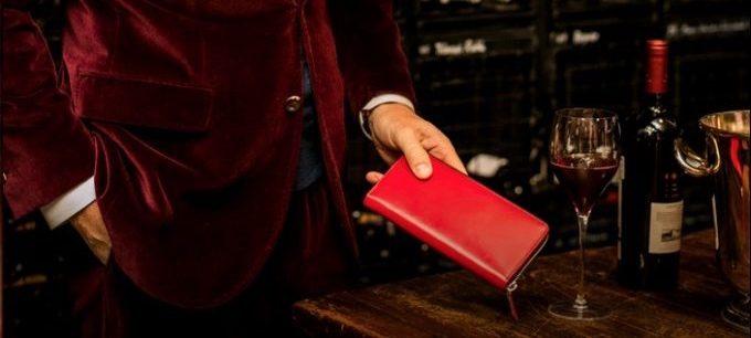 一流の赤い財布