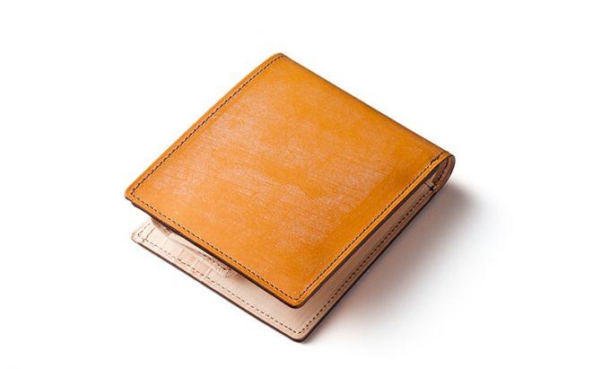 キャメルの二つ折り財布