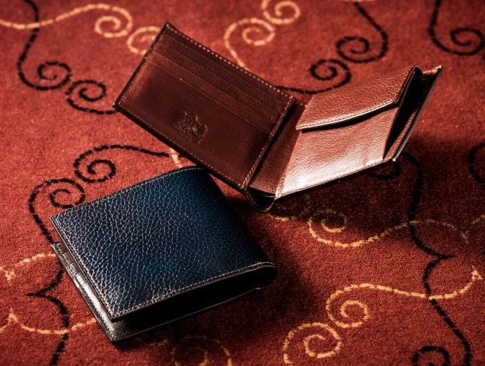 ココマイスターロッソピエトラの二つ折り財布