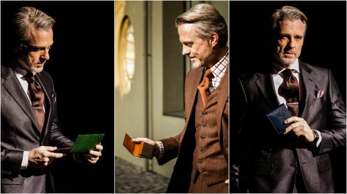 ロッソピエトラシリーズの長財布、二つ折り財布、名刺入れを持つ男性