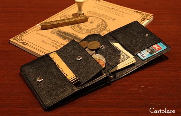優れる収納レイアウトを持つカルトラーレの財布