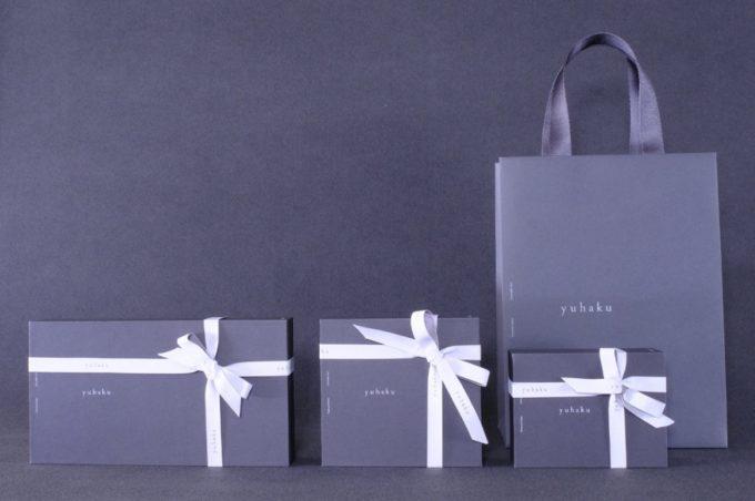 yuhakuのプレゼントラッピングと手提げ袋