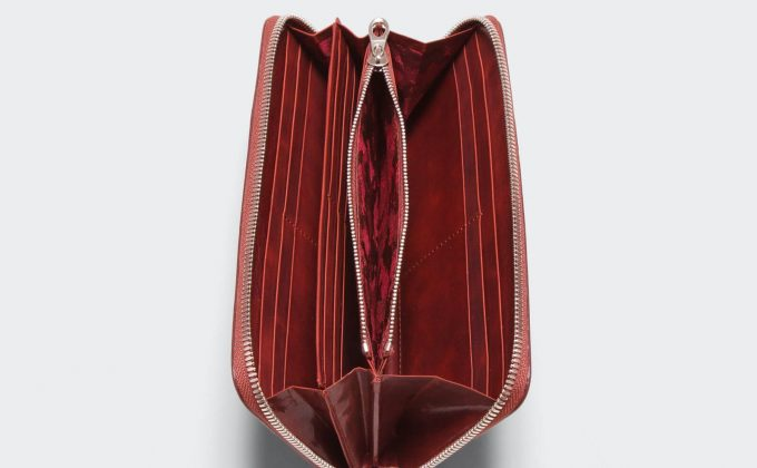 内装のカモフラ柄がお洒落なアニアリの財布