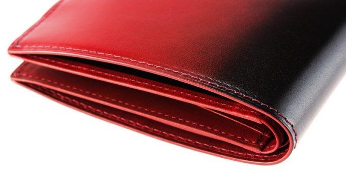 CYPRISの二つ折り財布漆の側面