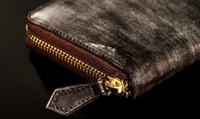 革のラウンドファスナー長財布
