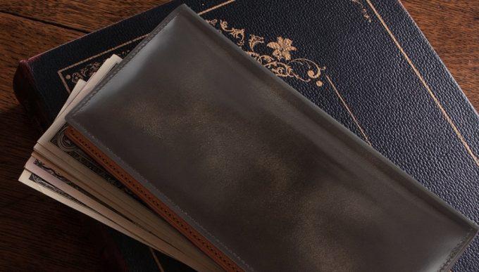 濃淡ある模様と経年変化が魅力のアドバン長財布