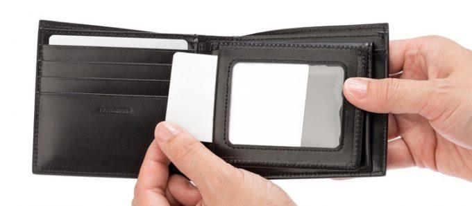 パスケース(透明窓付き)の財布