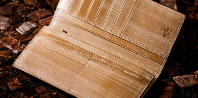 木の香りと温もりを感じるオークバークの財布