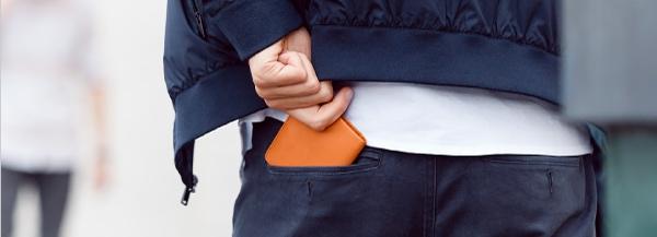 軽くて持っているのを忘れそうな軽い財布