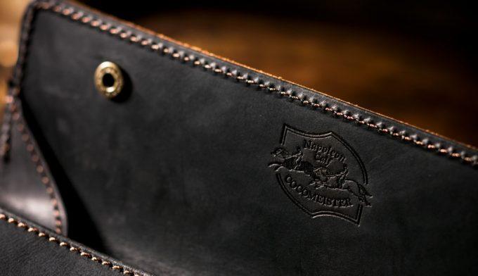財布に刻印されているココマイスターのロゴ