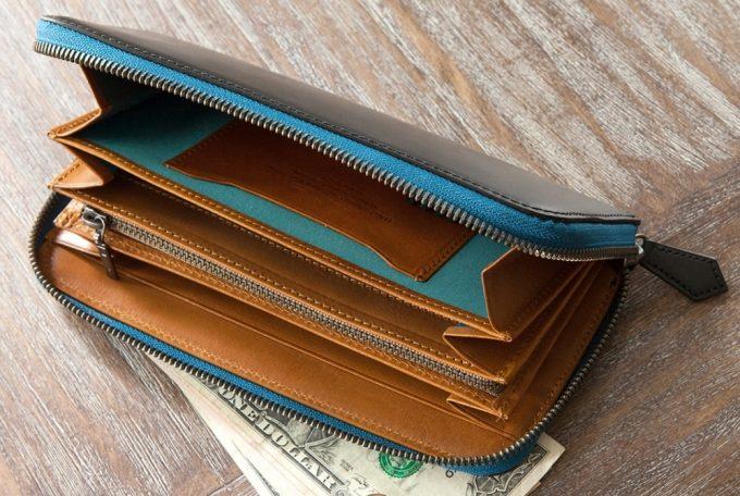 ブライドルラウンドジップ長財布のファスナー開状態