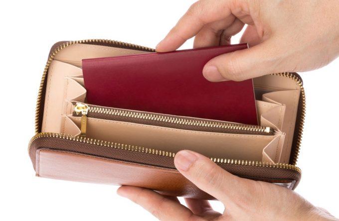 パスポートが収納出来る財布