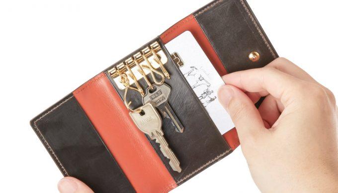 カードを収納出来るココマイスターのキーケース