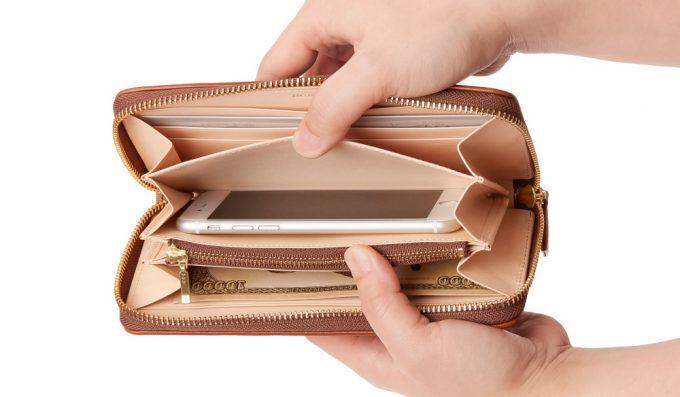 スマートフォンが入る財布