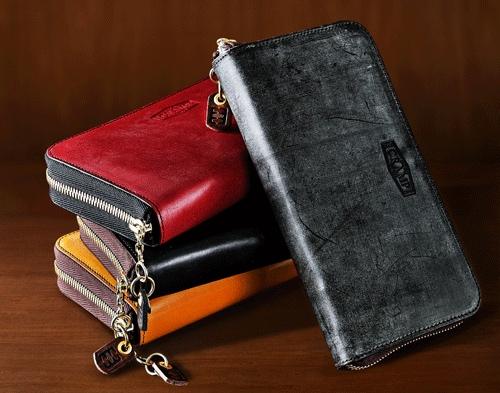 センス良く置いてあるCrampラウンドファスナー長財布